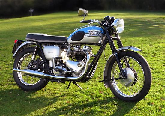 Triumph Bonneville by Ra12
