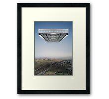Kosmische Reisende 1 Framed Print