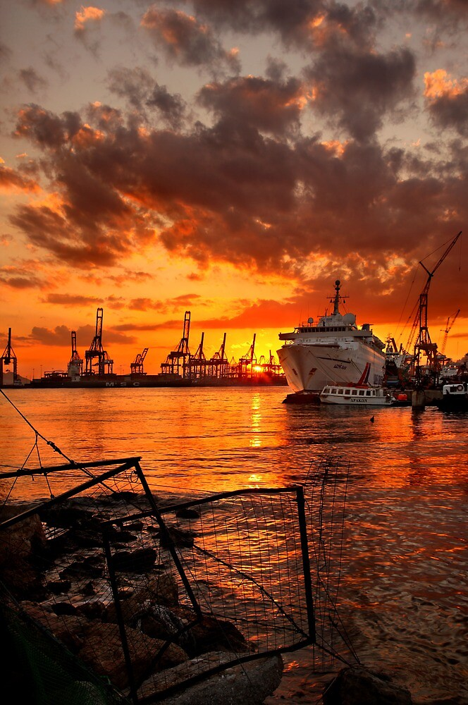 Sunset at the port by Hercules Milas