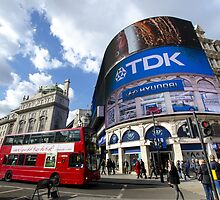 Piccadilly Circus in London by avresa