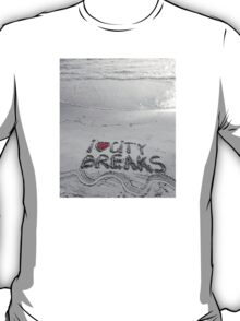 I Love City Breaks message written on sand, vacation concept T-Shirt