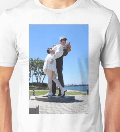 The Kiss statue Unisex T-Shirt