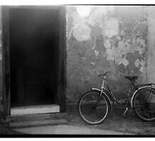 Old bicycle by Ido Friedman