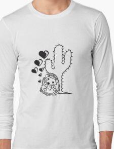 verliebt herzen liebe paar stacheln kaktus kuscheln pärchen sitzend rund kind baby nachwuchs süßer kleiner niedlicher igel  Long Sleeve T-Shirt
