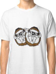 team marschieren gruppe soldaten krieg waffen soldat armee army kämpfen schießen maschinen gewehr comic cartoon süßer kleiner niedlicher igel kugel  Classic T-Shirt