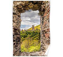 Blick durch Fenster auf eine andere Burg Poster