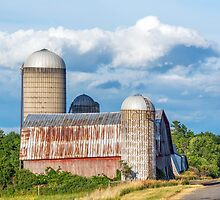 Rural New York Barn by Kenneth Keifer