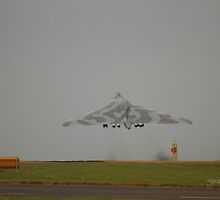 Vulcan leaving RAF Waddington for the last time by Jonathan Cox