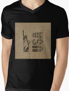 Rustic American Country Burlap Statue Of Liberty USA FLag Mens V-Neck T-Shirt