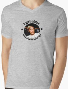 Wooderson (dazed & confused quote) - I get older, they stay the same age. Mens V-Neck T-Shirt
