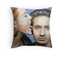 David Duchovny Gillian Anderson X Files Lick Pic Painting Throw Pillow