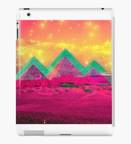 Trippy Pyramids iPad Case/Skin