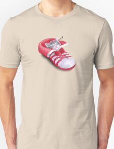 Cat in the shoe Unisex T-Shirt