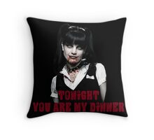 Tú eres mi cena (You are my dinner)  Throw Pillow