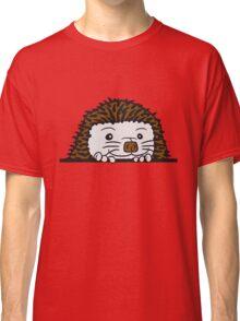 baby comic cartoon süßer kleiner niedlicher igel verstecken schild gucken mauer rand  Classic T-Shirt