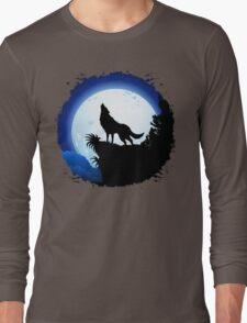 Wolf Howling at Blue Moon Long Sleeve T-Shirt
