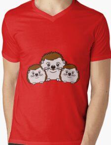2 kinder mama papa familie geschwister brüder schwestern kind baby nachwuchs süßer kleiner niedlicher igel team putzig  Mens V-Neck T-Shirt
