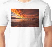 Mono Lake – Skies ablaze Unisex T-Shirt