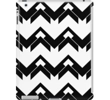chevron pattern in black and white 03 iPad Case/Skin