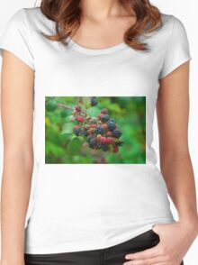 Wild blackberries with green background Women's Fitted Scoop T-Shirt