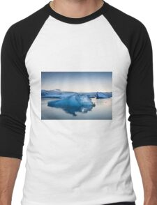 Beautiful view of icebergs in Jokulsarlon glacier lagoon, Iceland Men's Baseball ¾ T-Shirt