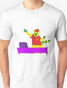 Lemur in mcdonalds Unisex T-Shirt