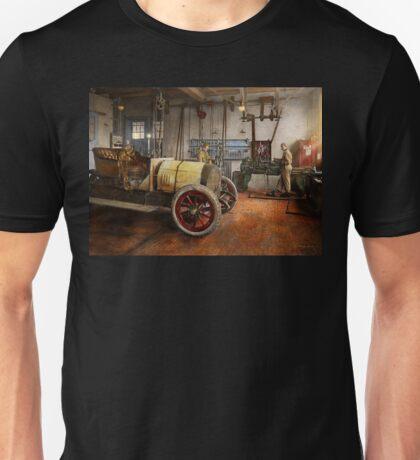 Car Mechanic - The overhaul 1915 Unisex T-Shirt