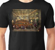 Train Station - Waiting in Grand Central Station 1904 Unisex T-Shirt