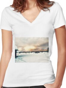 Idaho Snowy Mountains  Women's Fitted V-Neck T-Shirt