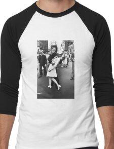 VJ Day Times Square Kiss Men's Baseball ¾ T-Shirt