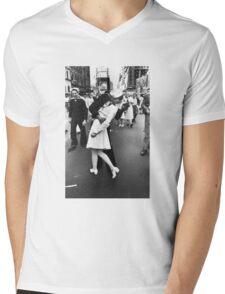 VJ Day Times Square Kiss Mens V-Neck T-Shirt