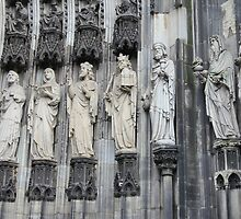 Cologne Cathedral Entrance Statues by stine1