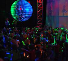 Crowd dancing by genxatplay