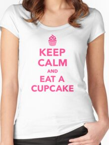 Keep calm and eat a Cupcake Women's Fitted Scoop T-Shirt