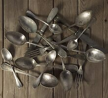 Spoons, forks and knives by Ricard Vaqué