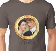 Jamie & Claire Fraser Gold frame. Unisex T-Shirt