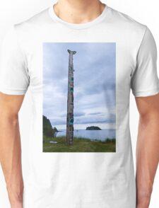 T'aanuu Llnagaay Totem Pole @ Haida Heritage Center Unisex T-Shirt