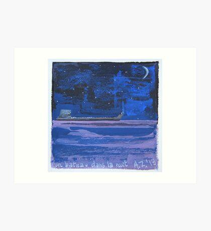 un bateau dans la nuit Art Print