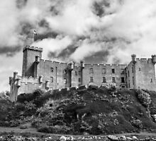 DUNVEGAN CASTLE (Black and White) by taudalpoi