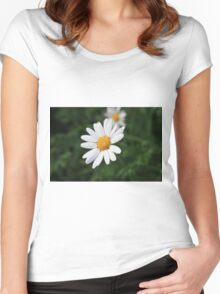 A White Daisy Women's Fitted Scoop T-Shirt