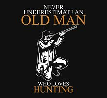 Never Underestimate An Old Man Hunting T-shirts Unisex T-Shirt