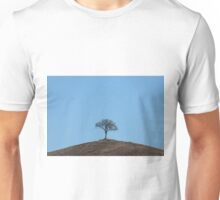 A simple little hill-top tree, Val D'Orcia, Tuscany, Italy Unisex T-Shirt