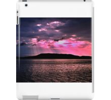 Pink Crepuscular Rays Ocean Sunrise with Water Reflections. iPad Case/Skin