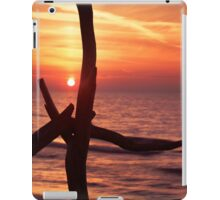 Colorful red sunset behind driftwood sculpture art photo print iPad Case/Skin