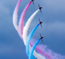 Red Arrows Turn by TomGreenPhotos