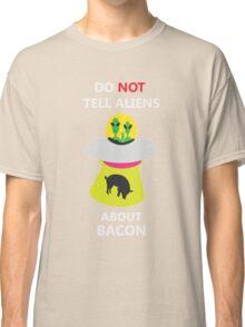 alien kidnap bacon Classic T-Shirt