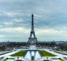 Cold morning for the Eiffel Tower  by Jean Charles Mudet