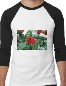 Bouquet of red roses close up Men's Baseball ¾ T-Shirt