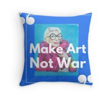 Make Art Not War Iris Apfel shirt Throw Pillow