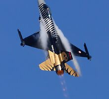 F-16 Power Climb by TomGreenPhotos